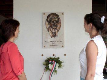 Gál Halász Anna írónőre emlékeztek.